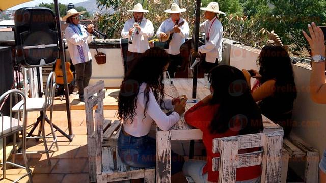Inauguran Uarhi, restaurante que apoyará a artesanos de Michoacán