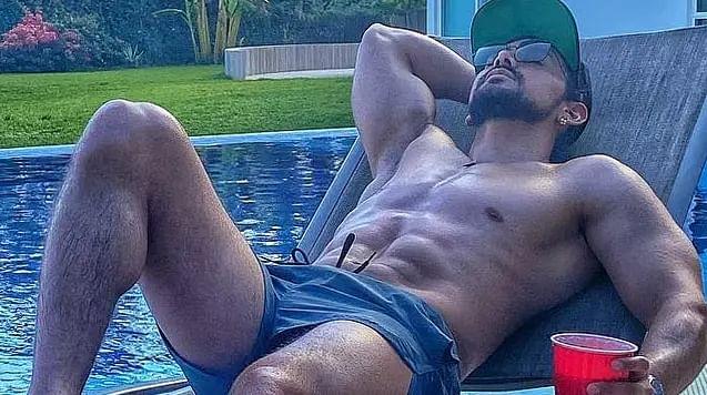 Filtran las FOTOS que Miguel Martínez se tomó desnudo para venderlas