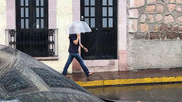 Amanece, y seguirá, con lluvia este miércoles en Morelia