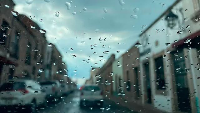 Continúan lluvias en Michoacán; en la costa se espera oleaje elevado