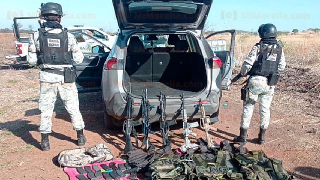 Detiene a 6 hombres con equipo táctico y armas largas en Michoacán