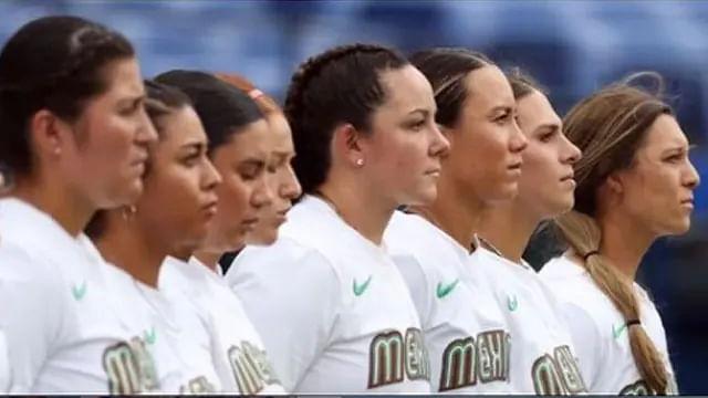Jugadoras de softbol se disculpan tras tirar uniformes a la basura