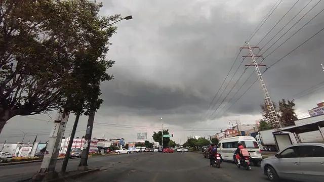 Onda tropical número 12 continuará con las lluvias en Michoacán este lunes