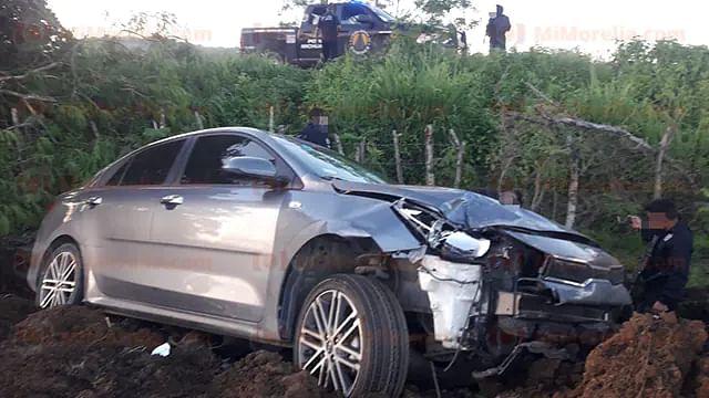 En Michoacán, sujeto dispara contra policías, intenta huir y se accidenta