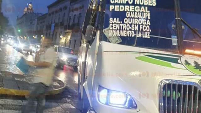 Adulta mayor fallece a bordo de camión de pasajeros en Morelia