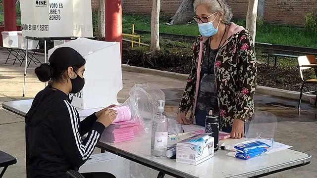 """En Michoacán, 52 incidencias """"mínimas"""" en la consulta popular: INE"""