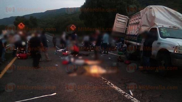 Choque en carretera de Cuitzeo deja un muerto y varios lesionados