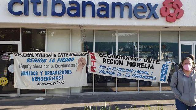 CNTE realiza bloqueo en Torre Financiera de Morelia