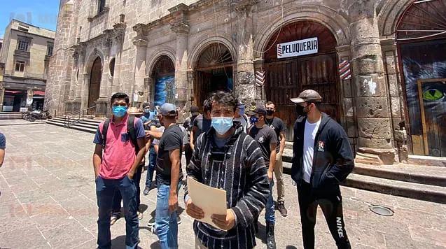 """Exigen moradores de casa de estudiante """"Isaac Arriaga"""" subsidios retenidos"""