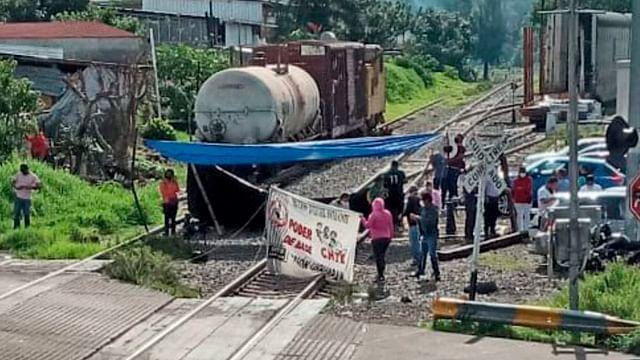 Por bloqueo de vías del tren en Caltzontzin, detenidas 55,100 toneladas de mercancía