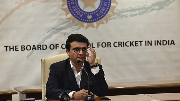 IPL 2021 चा उर्वरित हंगाम भारतात खेळवण्याची शक्यता कमीच - BCCI अध्यक्ष सौरव गांगुली