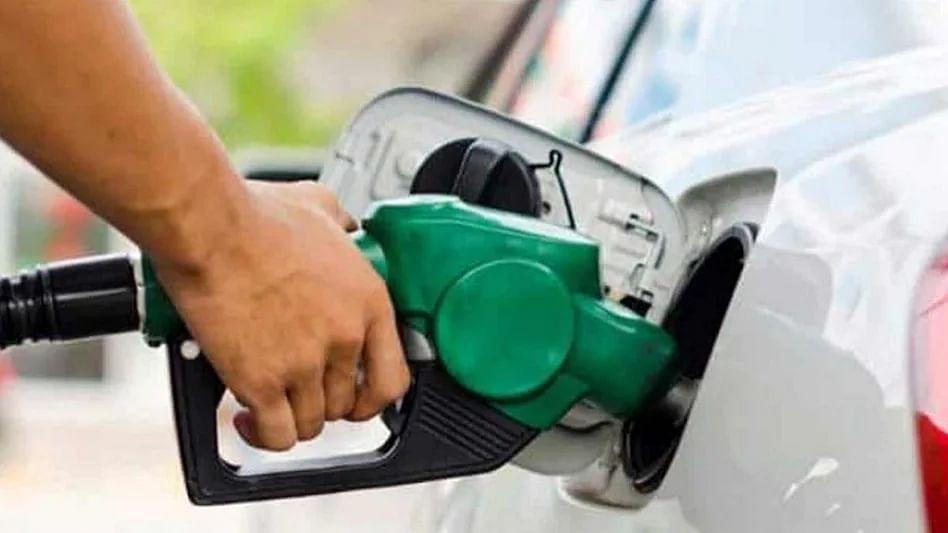 पुन्हा महाग झालं पेट्रोल आणि डिझेल... मुंबईत पेट्रोल प्रति लिटर 111 रूपये 77 पैसे