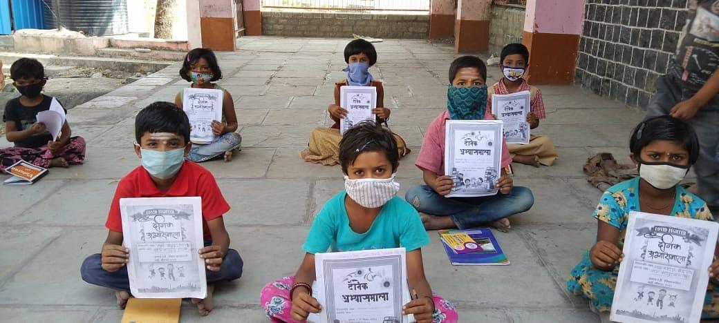 Solapur जिल्ह्यात Online शिक्षणासाठी 80 हजार विद्यार्थ्यांकडे नाही Mobile