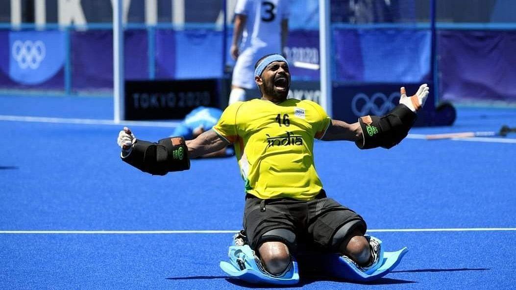 Olympics: 'सामन्याआधी कोचने खुर्च्यांवर उभं रहायला सांगितलं'...ग्रॅहम रिड यांची ती युक्ती आणि Tokyo मध्ये जल्लोष