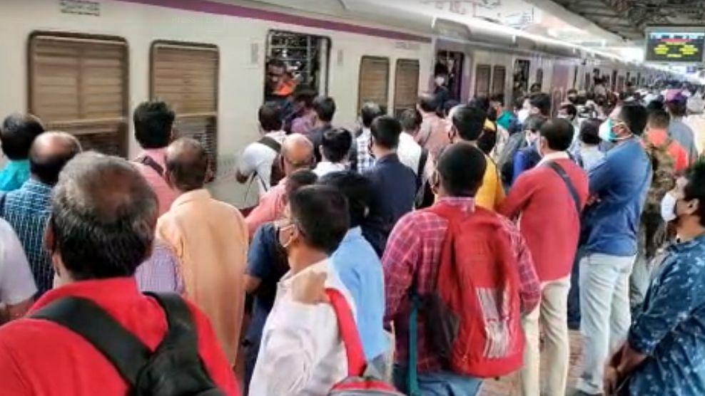 Mumbai Local : अठरा वर्षांखालील मुलांचा प्रवास सुसाट! आजपासून लोकल प्रवासाला परवानगी