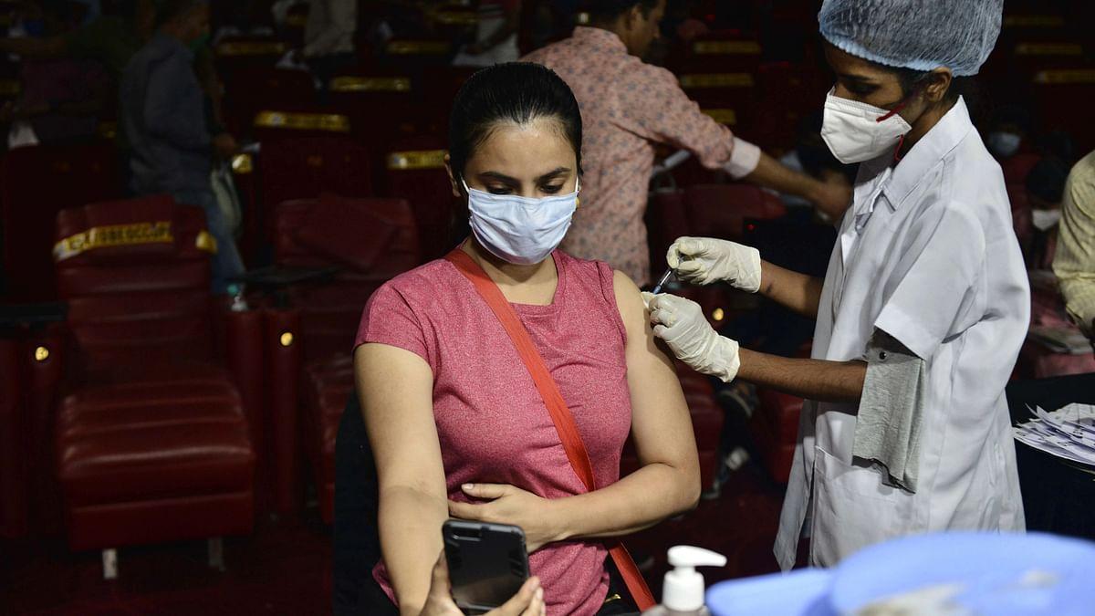 देशात तब्बल साडेसहा महिन्यांच्या कालावधीनंतर निचांकी रुग्णसंख्येची नोंद झाली आहे.