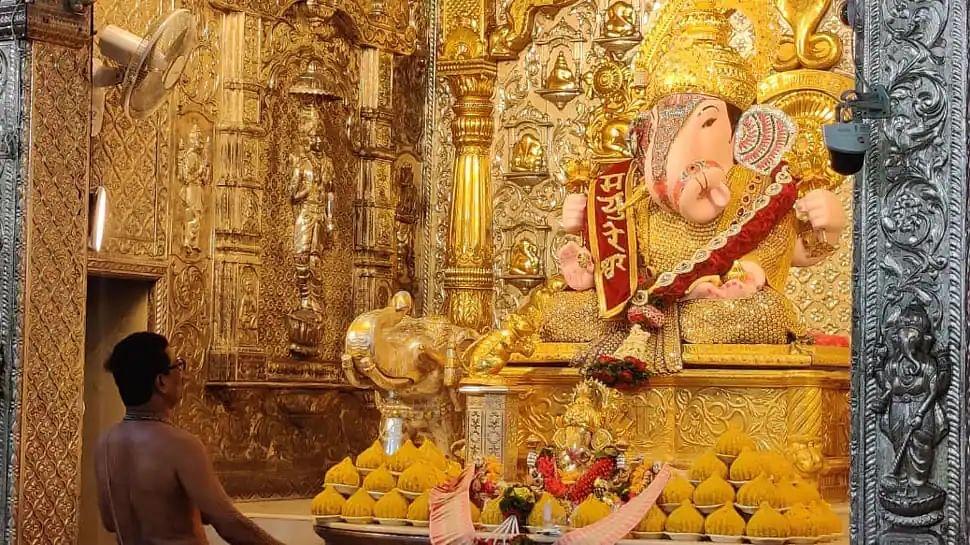 Ganesh Utsav 2021 : श्रीमंत दगडूशेठ गणपतीला पाच कोटींचा सोन्याचा मुकुट भेट