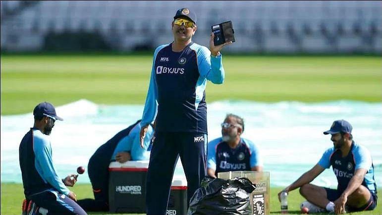 Breaking News : टीम इंडियाचे प्रशिक्षक Ravi Shastri यांना कोरोनाची लागण