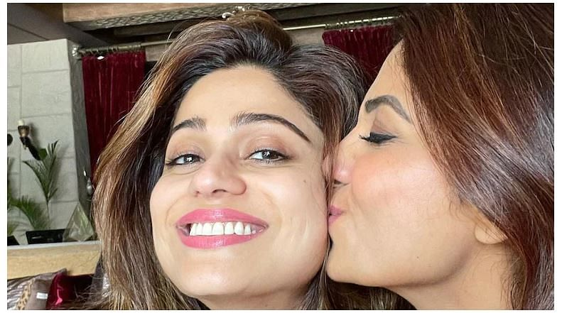 Shilpa Shetty welcomed sister Shamita shetty: बिग बॉस ओटीटी शोमधून बाहेर आल्यावर शिल्पाने शमिताचं केलं खास स्वागत