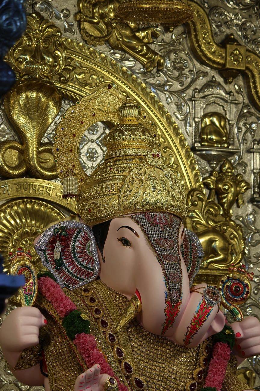 Ganesh Utsav 2021: पाहा पुण्याच्या श्रीमंत दगडूशेठ गणपतीचा 5 कोटींचा सोन्याचा मुकुट!