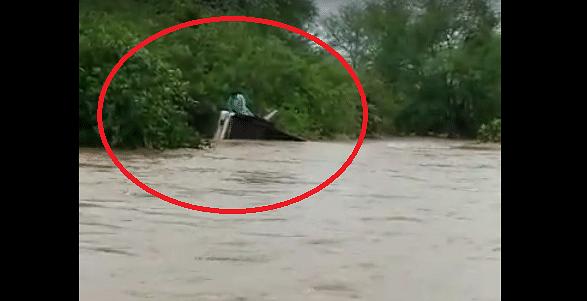 Gulab Cyclone: प्रवाशांसह पुराच्या पाण्यात ST बस गेली वाहून, चालक-वाहकासह 4 जणांचा मृत्यू