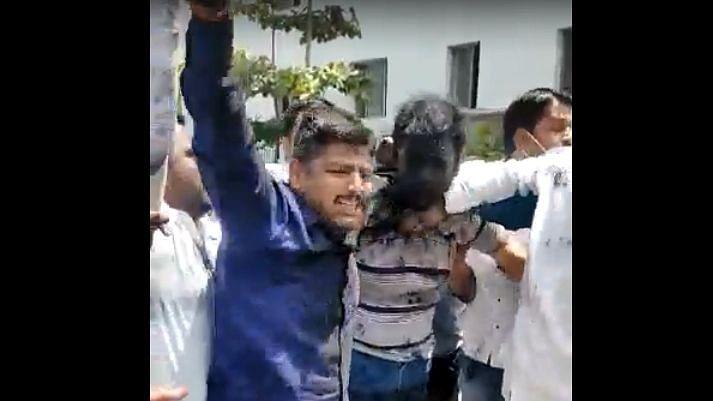 Pune: महाविकास आघाडीच्या नेत्यांबाबत आक्षेपार्ह लिखाण करणारा 'लखोबा लोखंडे' सापडला!