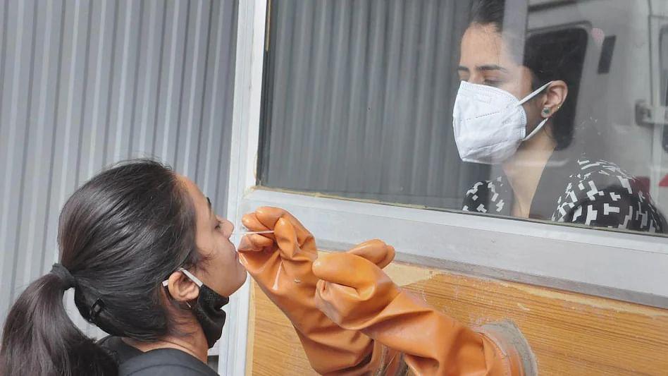 Covid19: महाराष्ट्रात कोरोना रुग्णांमध्ये हळूहळू घट, गेल्या 24 तासात किती नवे रुग्ण?