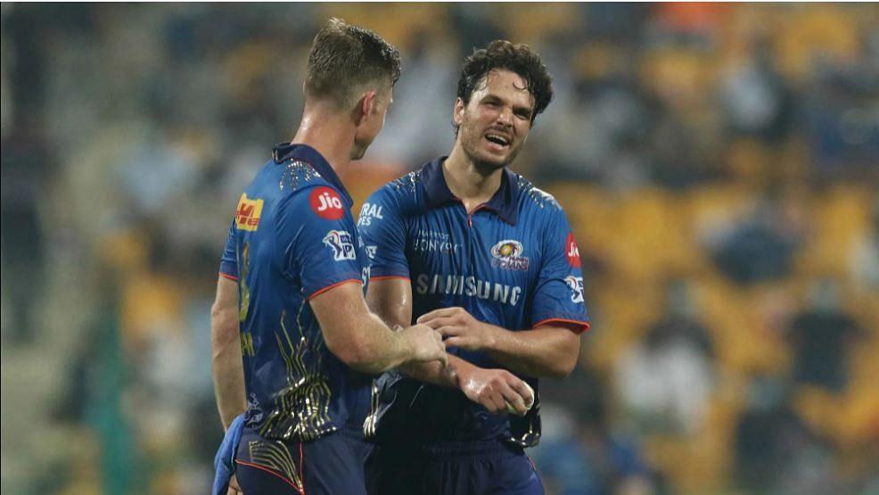 IPL 2021 : सामना जिंकूनही गतविजेते मुंबई इंडियन्स प्ले-ऑफमधून बाहेर