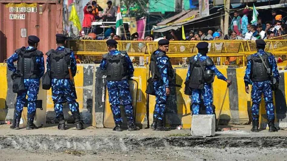 Singhu Border Murder: सिंघू बॉर्डरवर मंचाजवळ लटकलेल्या अवस्थेत मृतदेह, हात-पाय तोडून तरुणाची निर्घृण हत्या