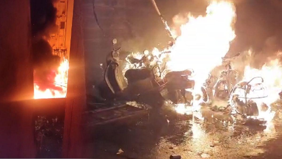 कुर्ल्यात भयंकर अग्नितांडव! 20 बाईक्सचा झाला कोळसा; आठव्या मजल्यापर्यंत आगीचे लोळ
