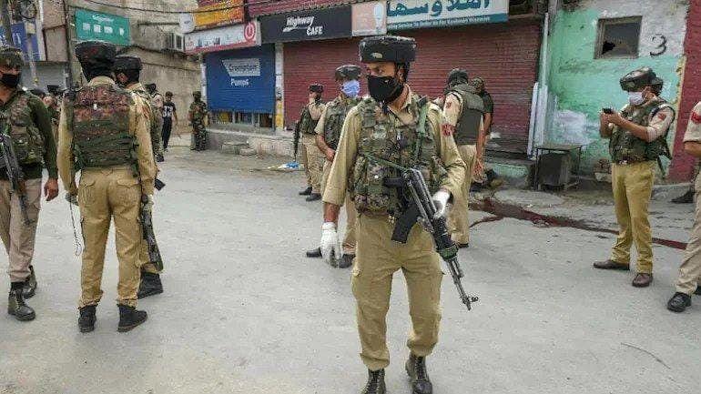 Jammu and Kashmir: 2 शिक्षकांची गोळ्या झाडून हत्या, दहशतवाद्यांनी 3 दिवसात 5 जणांचां घेतला जीव