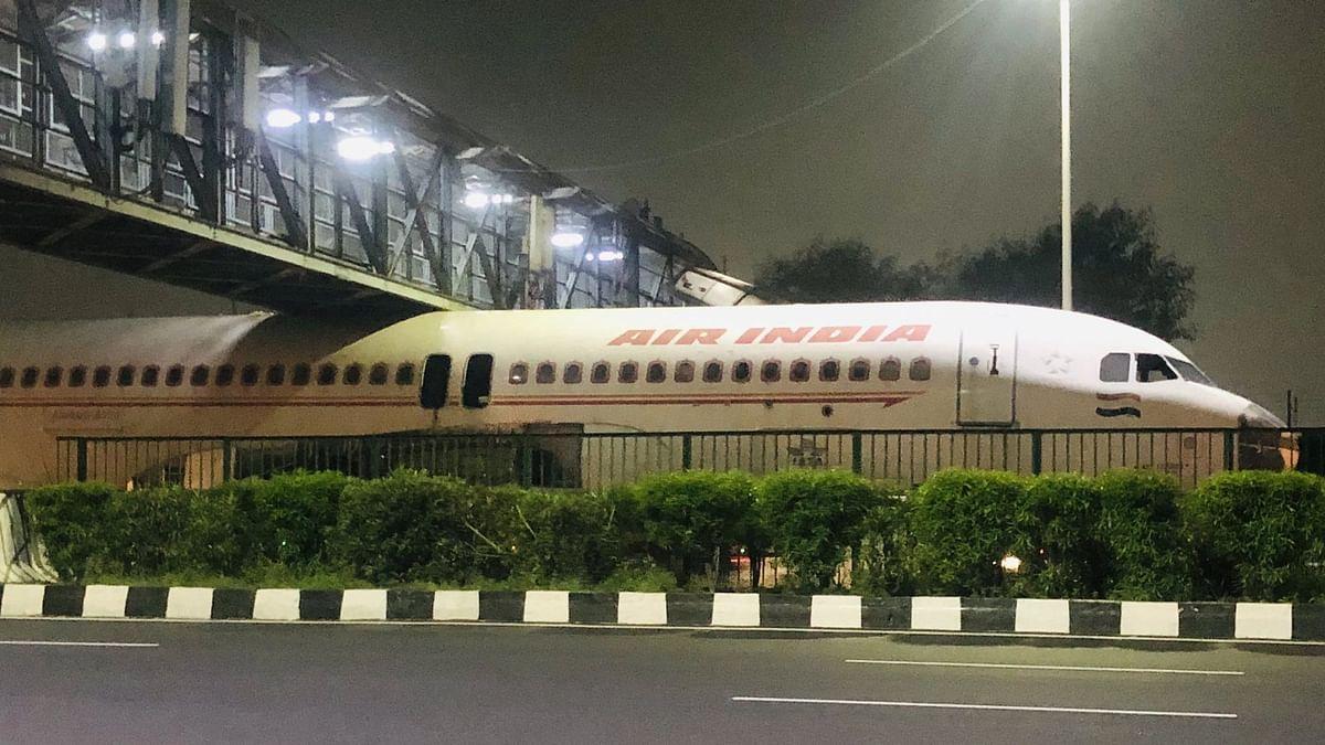 अरे देवा! एअर इंडियाचं विमान अडकलं पुलाखाली;  नक्की काय झालं?, व्हिडीओ झाला व्हायरल