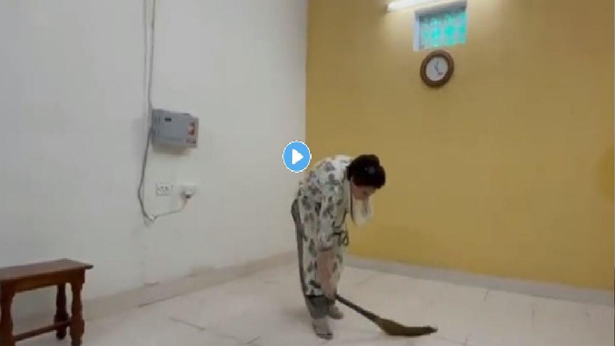 कचरा दिसताच प्रियंका गांधी यांनी हातात झाडू घेऊन झाडली नजरकैदेची खोली