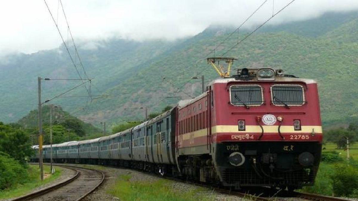 भयंकर! धावत्या ट्रेनमध्ये तरुणीवर बलात्कार; इगतपुरी-कसारादरम्यान घडली घटना