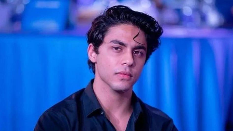 who is mystery man viral photo aryan khan selfie ncb office