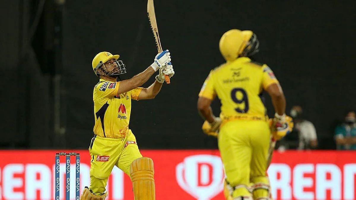 IPL 2021 : चेन्नईची थाटात प्लेऑफमध्ये धडक! धोनीनं षटकार खेचत साकारला विजय