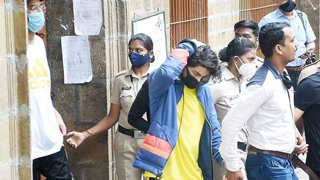 SRK's Son: 'आर्यनच्या फोनमध्ये सापडलेत धक्कादायक फोटो, 11 ऑक्टोबरपर्यंत कस्टडी द्या', NCB ची मागणी