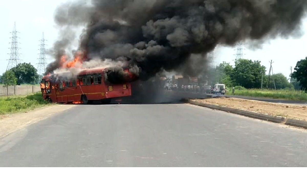 मोठी दुर्घटना टळली! महामार्गावर बसने घेतला पेट; तीन जणांची प्रकृती गंभीर