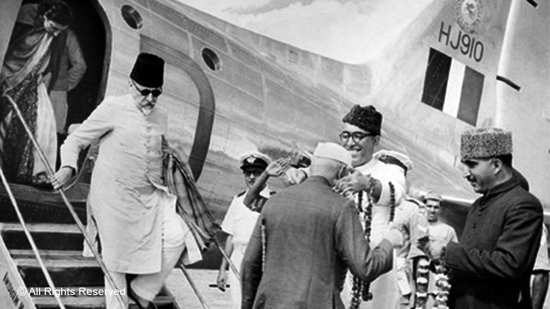 Sheikh Abdullah receives Jawaharlal Nehru at Srinagar Airport in September 1949