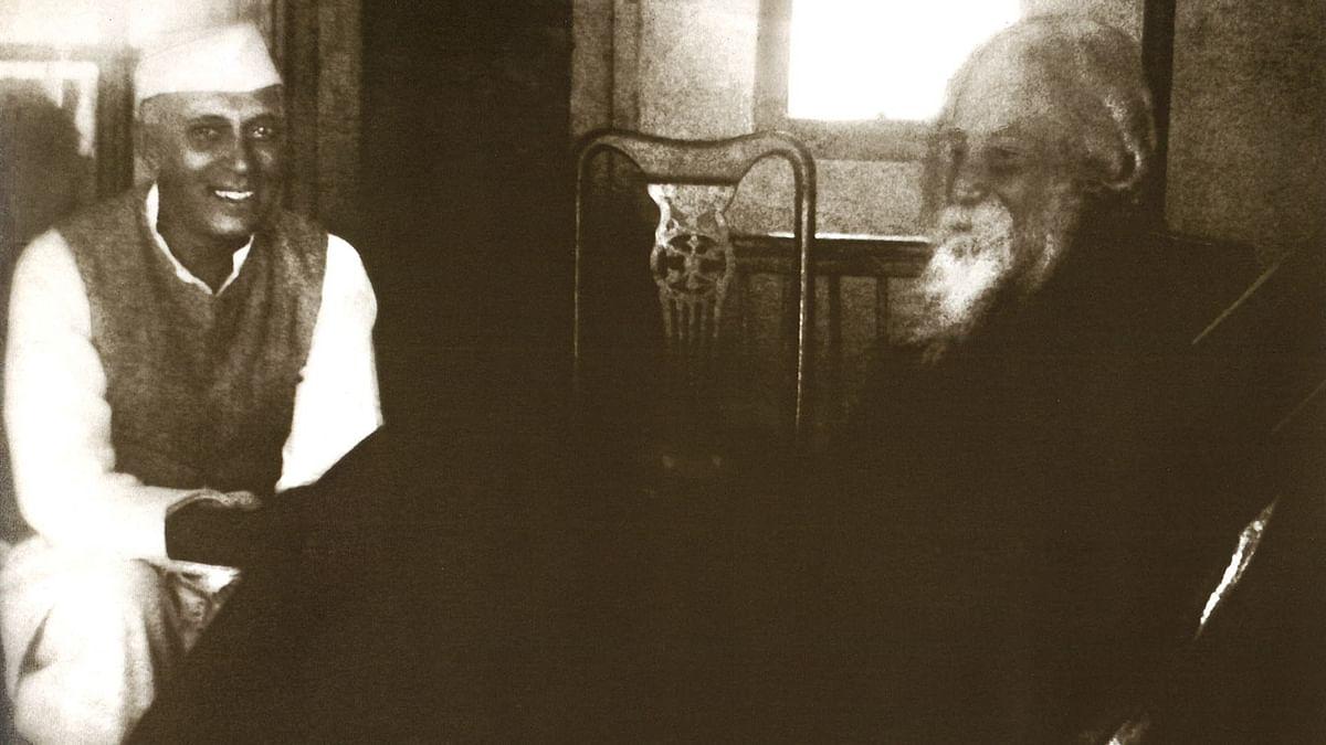'Rituraj' Jawaharlal Nehru with Gurudev Rabindranath Tagore at Santiniketan, West Bengal