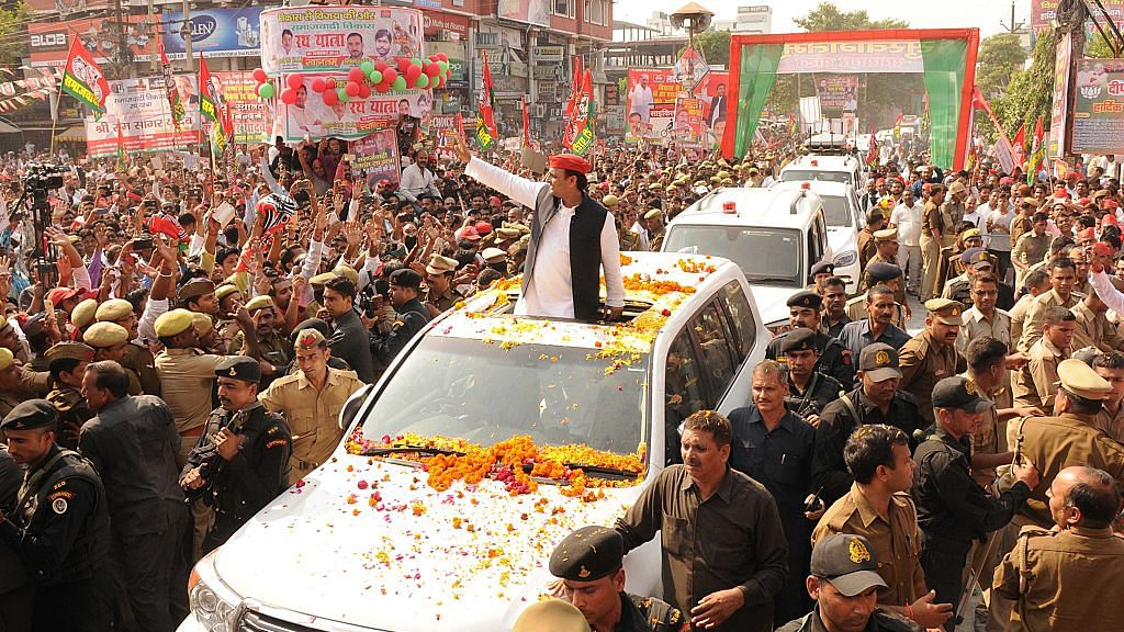 Numbers seem to favour Akhilesh Yadav in Samajwadi Party