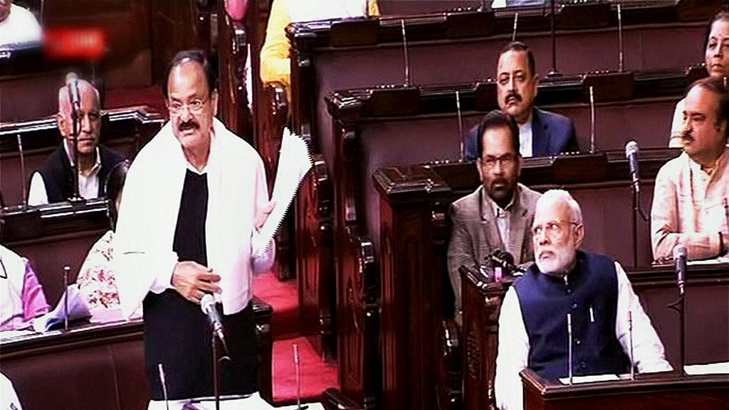 """Naidu: """"Hindustan Samachar 'bahut purana' aur 'Hindustani' hai"""""""