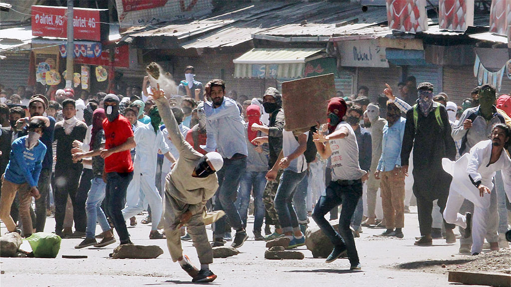 Protestors clash with security forces in Kashmir
