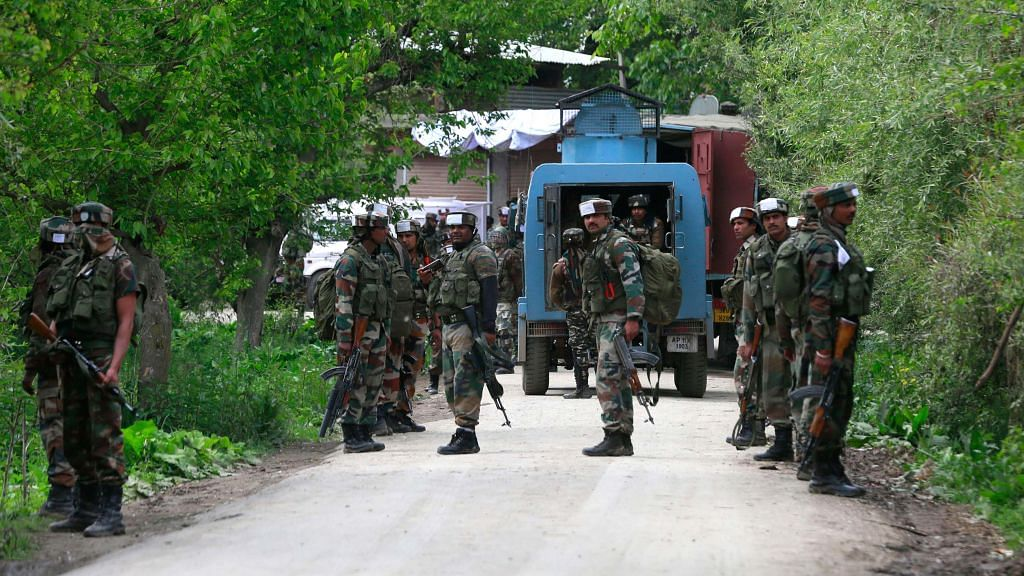 Eight LeT militants arrested for threatening locals with posters in Sopore