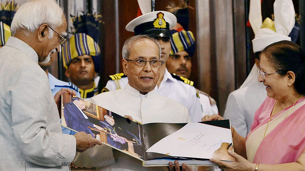 Pranab cautions govt against using ordinance route