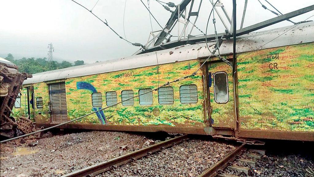 Twitterati counts failure of Indian Railways in last three years