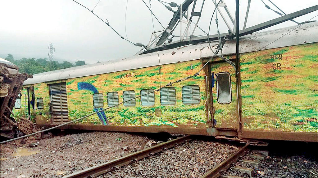 Twitterati counts failure of Indian Railways in last three years