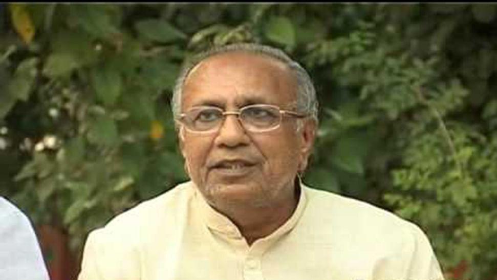 Ex-BJP leader Suresh Mehta takes pants off  'Gujarat Model'