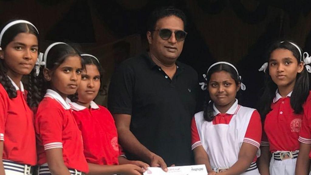 PM is a bigger actor than me, I should give him my award: Prakash Raj