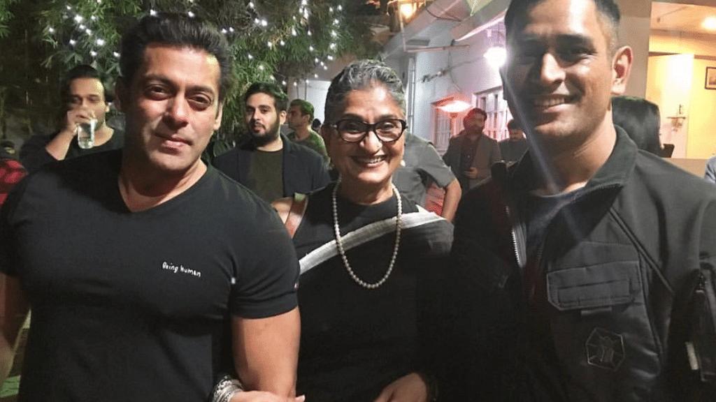 'Tum jiyo hazaaron saal', Shah Rukh wishes Salman Khan on his 52nd birthday